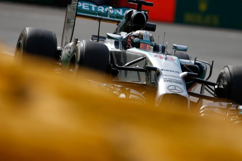 Rosberg intentionally crashed into me, says Hamilton Image #265558