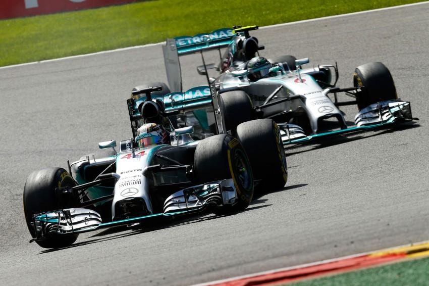 Rosberg intentionally crashed into me, says Hamilton Image #265560