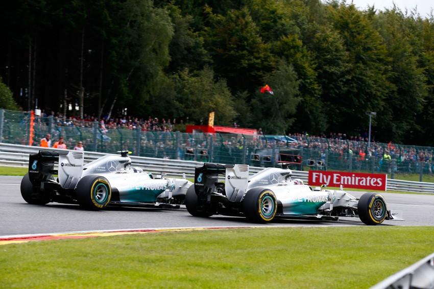 Rosberg intentionally crashed into me, says Hamilton Image #265561