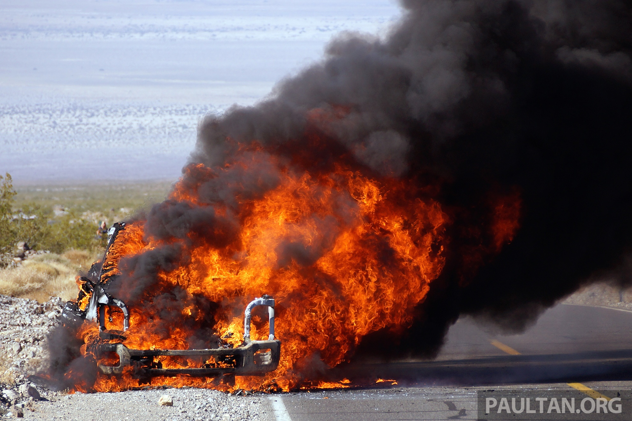 SPYSHOTS: Ford Super Duty truck on fire in the desert Image 261865