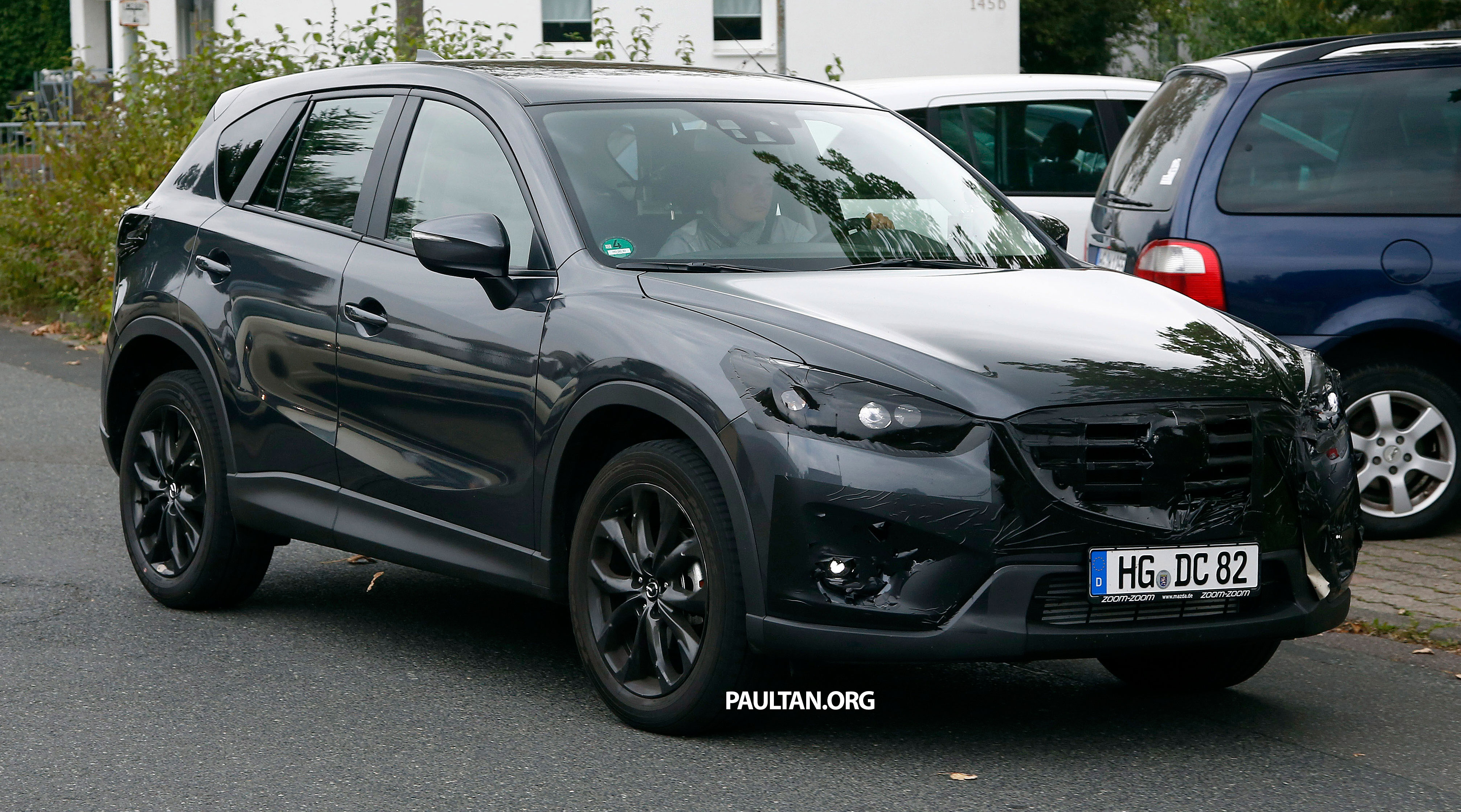 SPYSHOTS: Mazda CX-5 facelift – new grille and lamps Image ...
