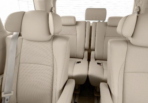 DRIVEN: 2014 Nissan Elgrand tested from every seat Image #264462