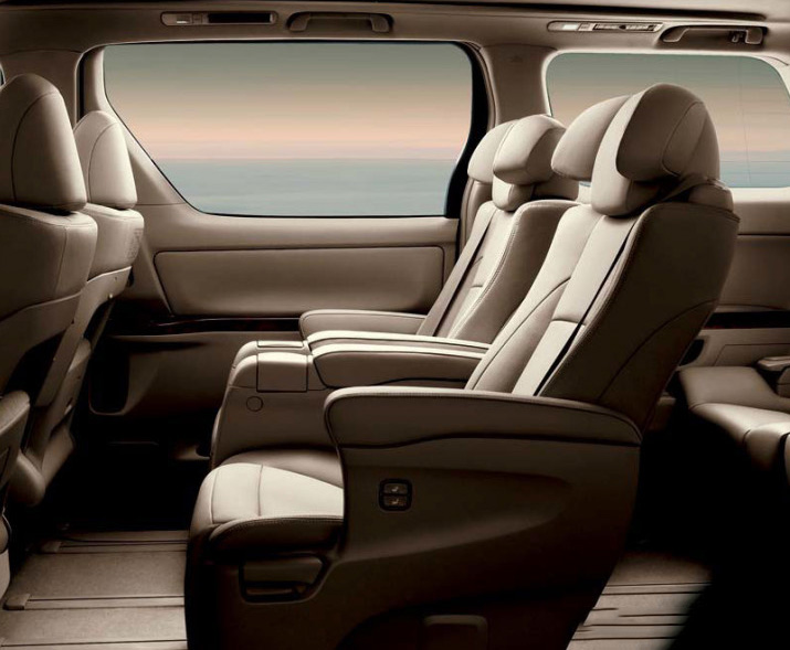 DRIVEN: 2014 Nissan Elgrand tested from every seat Image #264466