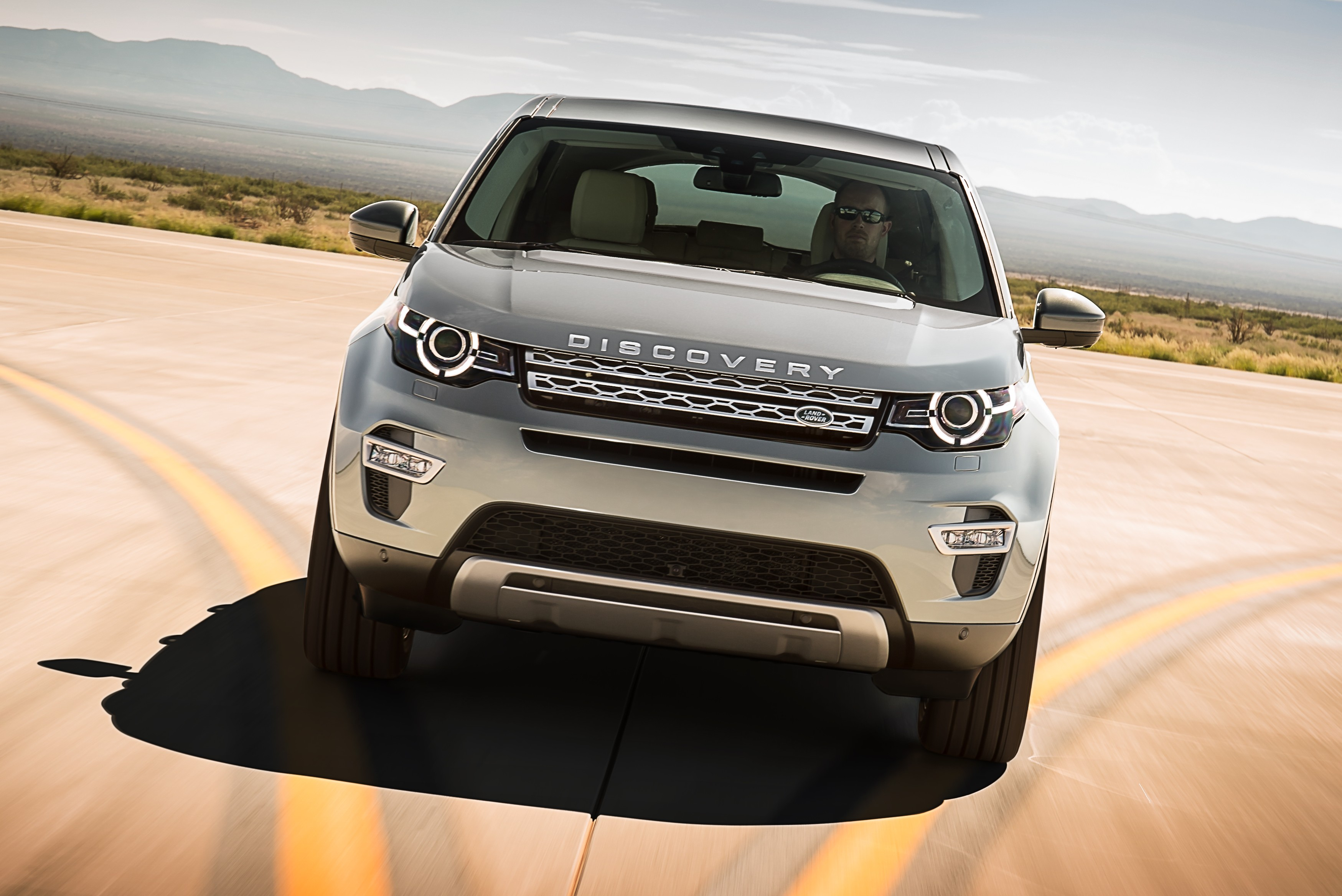 land rover discovery sport 7 seat small suv debuts. Black Bedroom Furniture Sets. Home Design Ideas
