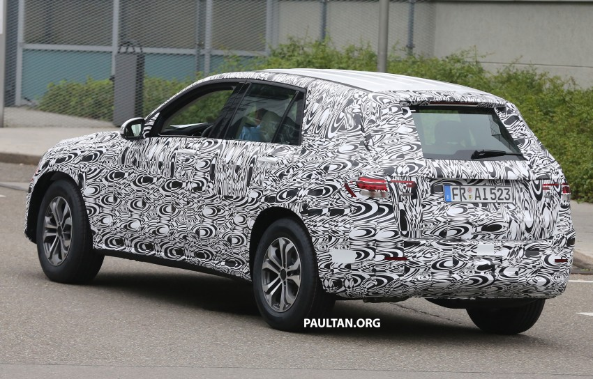 SPYSHOTS: Mercedes-Benz GLK prototype now wearing production headlamps and tail lamps Image #269186