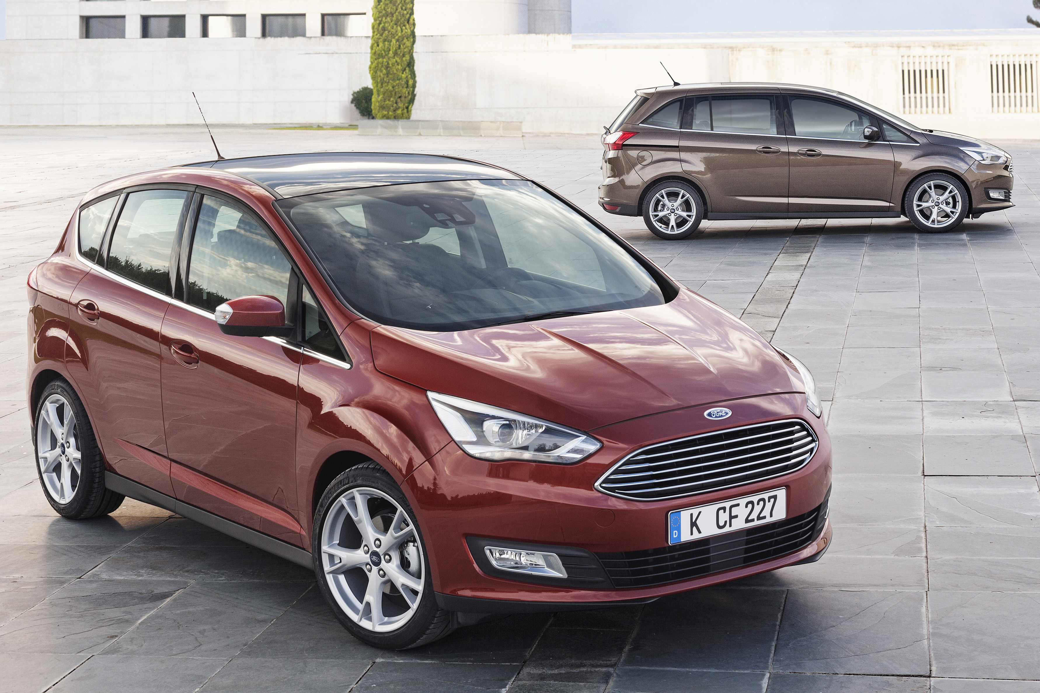 ford c max and grand c max facelifted mpvs debut. Black Bedroom Furniture Sets. Home Design Ideas