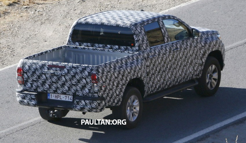 2015 Toyota Hilux spotted in Europe – clearer shots! Image #274221
