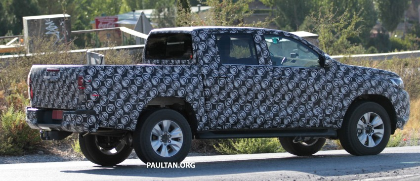 2015 Toyota Hilux spotted in Europe – clearer shots! Image #270703