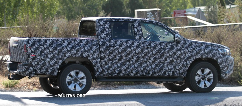 2015 Toyota Hilux spotted in Europe – clearer shots! Image #270704