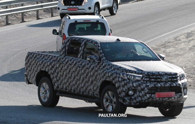 Toyota-Hilux-Spyshots-0006