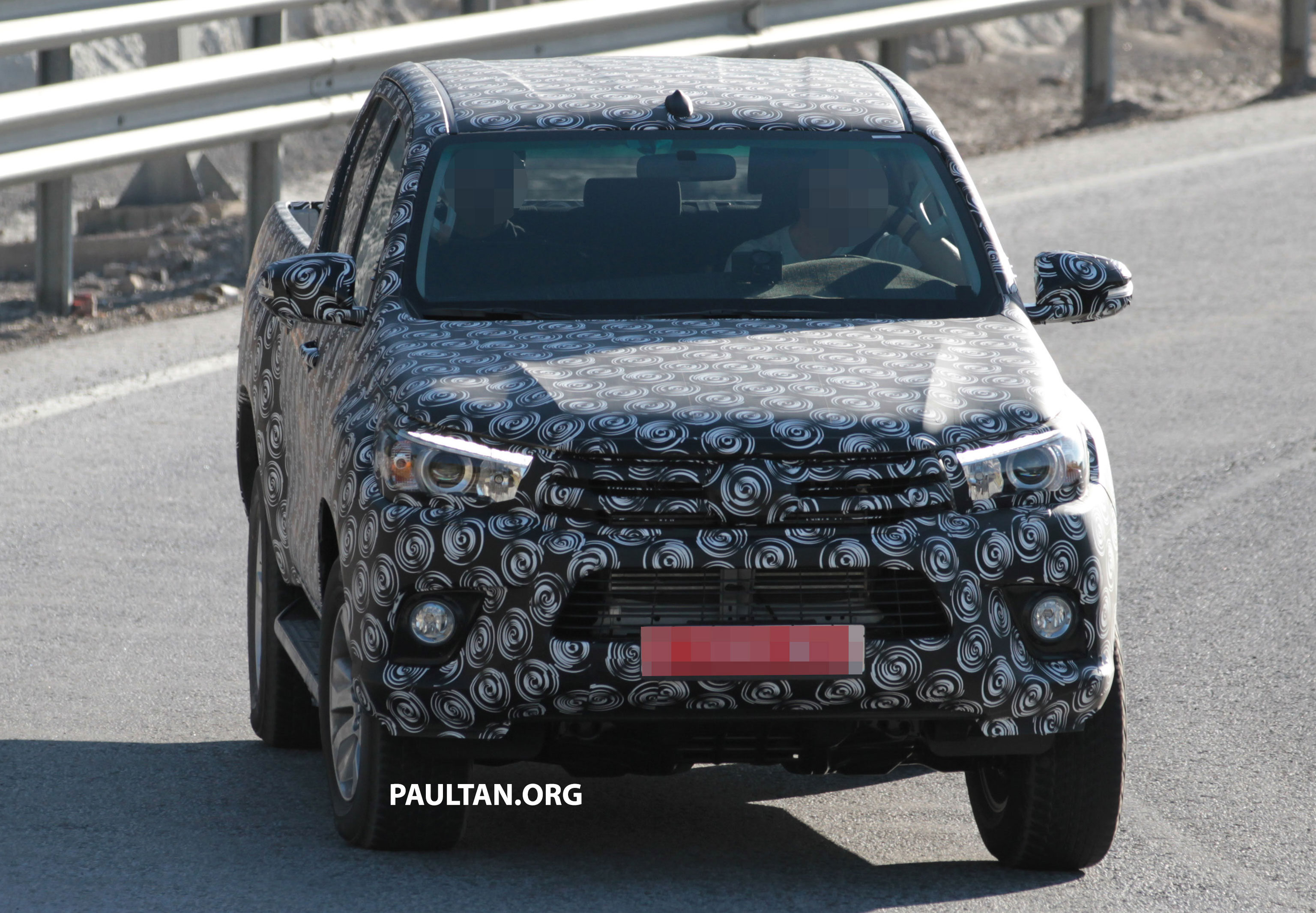 2015 Toyota Hilux spotted testing in Europe - clearer shots!