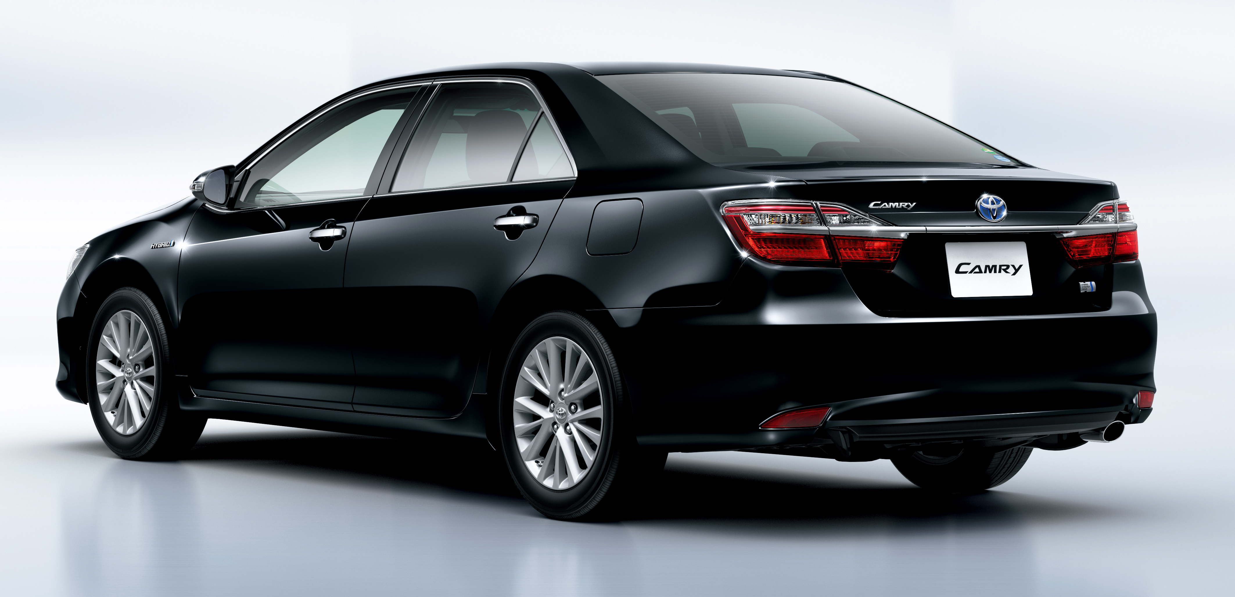 Toyota Camry Hybrid facelift unveiled in Japan Paul Tan ...