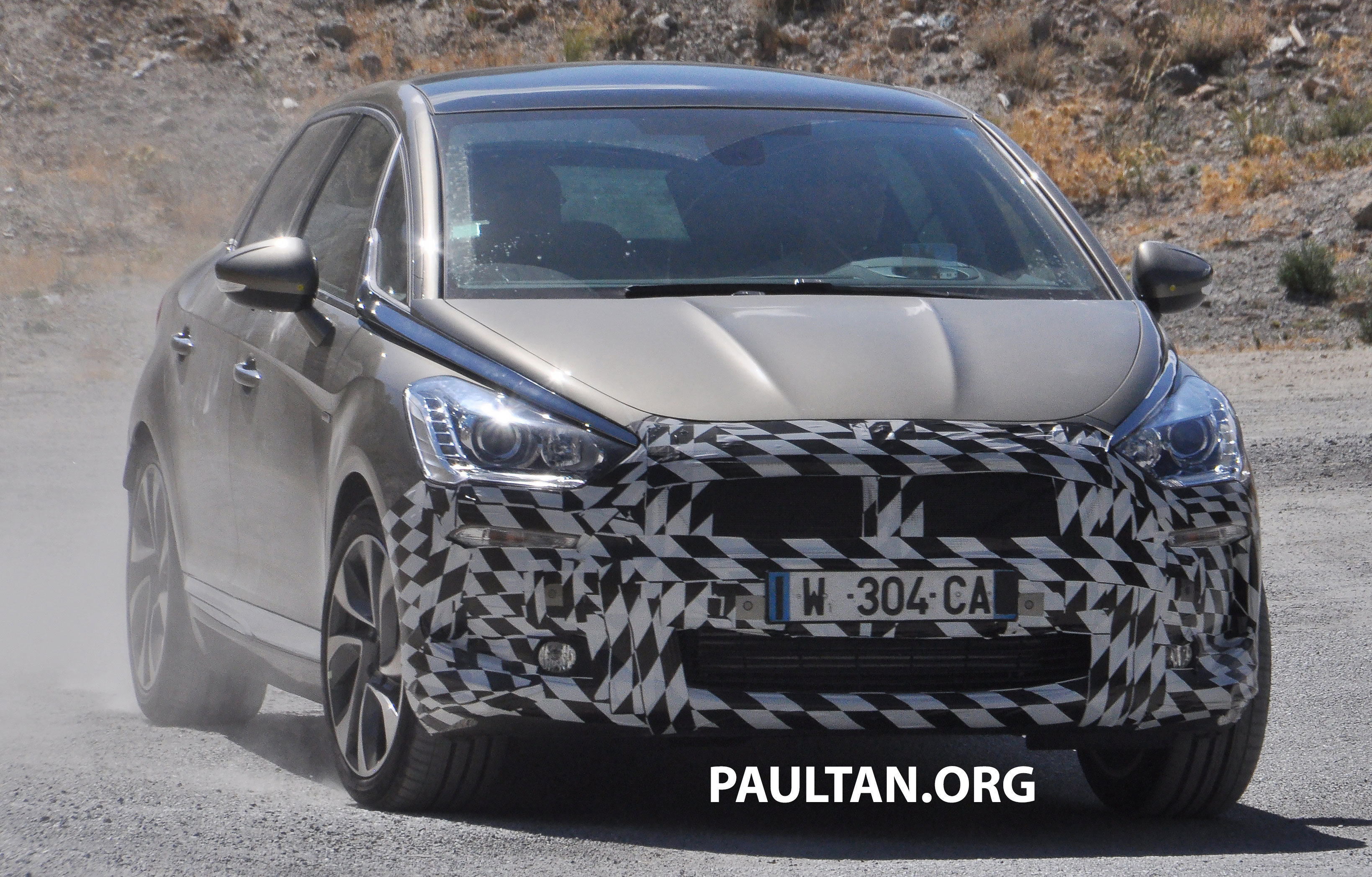 spyshot facelifted citroen ds5 shows its new nose image