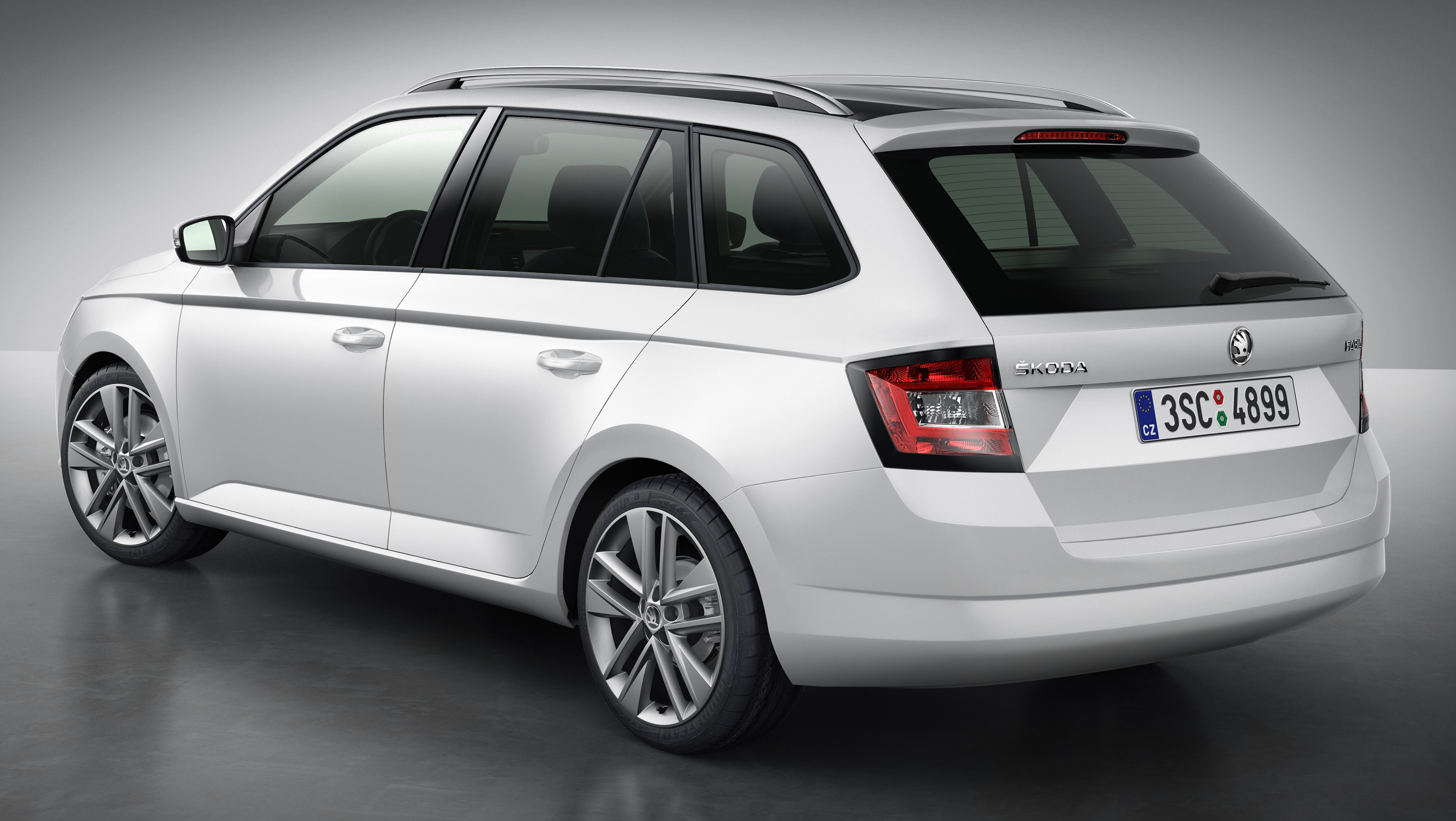 skoda fabia combi wagon unveiled debuts in paris paul tan