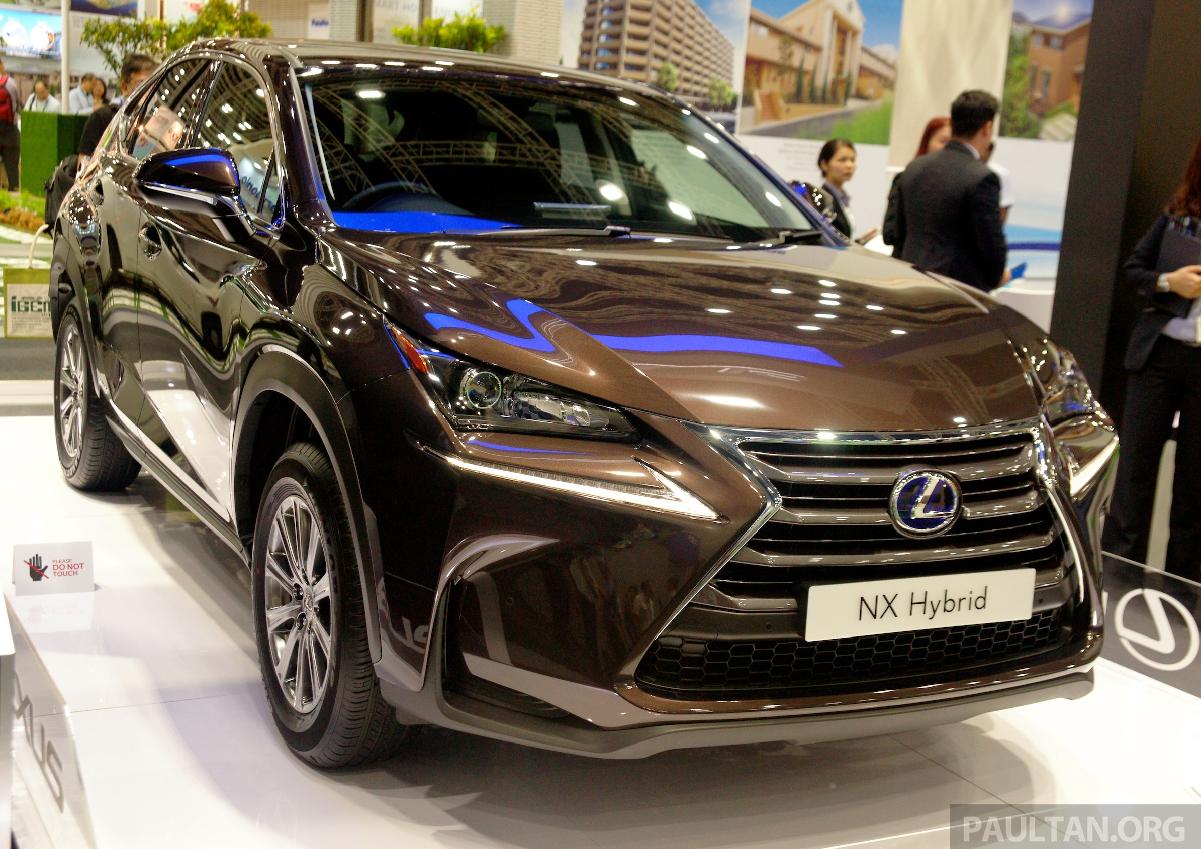 Lexus NX 300h on display at IGEM 2014 in KLCC Image 280990