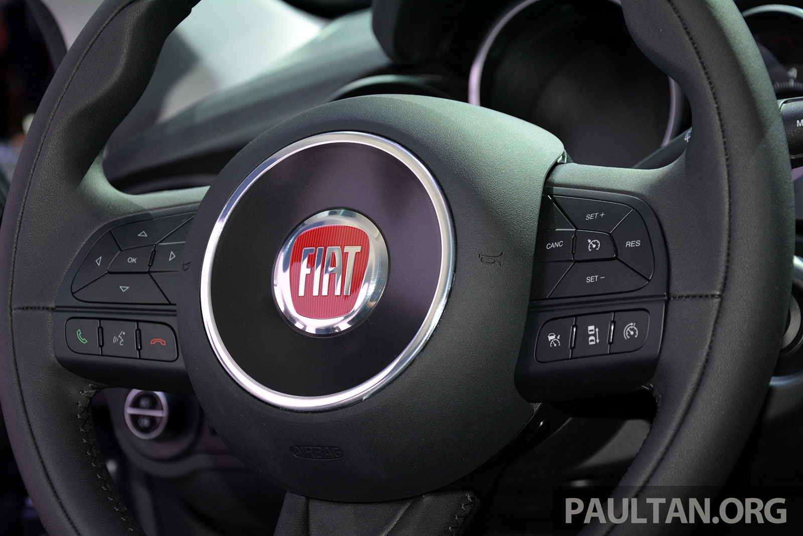 fiat 500x mini crossover officially unveiled in paris paul tan image 277838. Black Bedroom Furniture Sets. Home Design Ideas