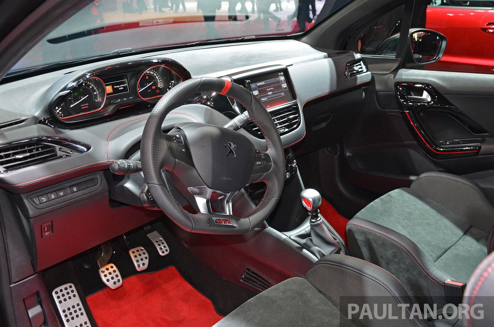 Mini Cooper vs VW GTI