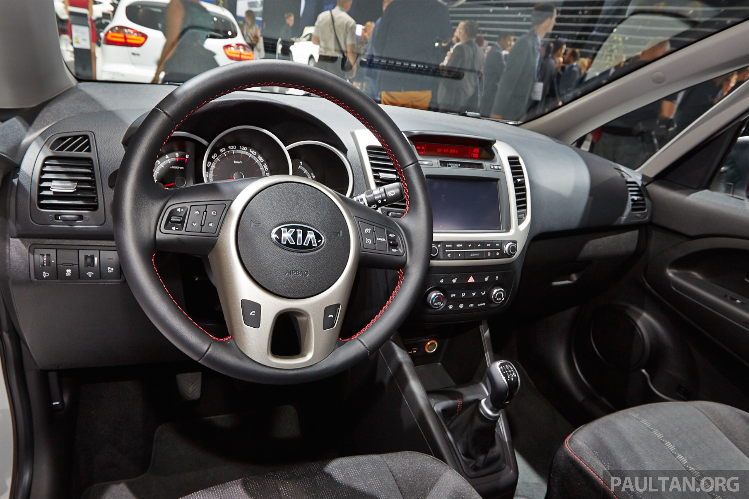 kia venga b segment mpv gets facelift paris debut image 278038. Black Bedroom Furniture Sets. Home Design Ideas