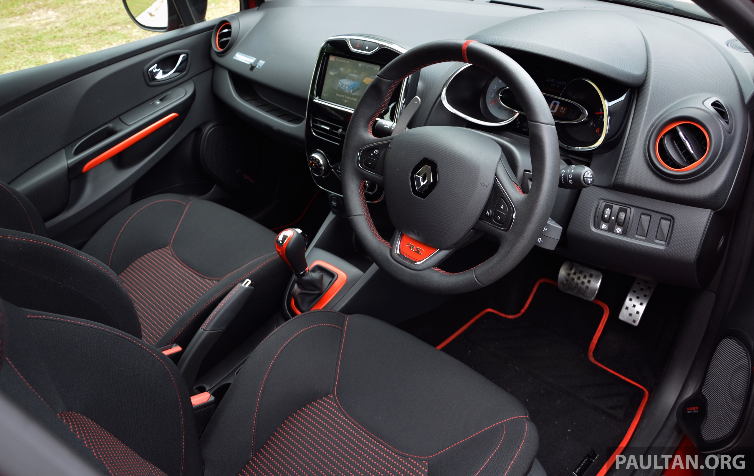 driven renault clio rs 200 edc a softer focus image 282811. Black Bedroom Furniture Sets. Home Design Ideas