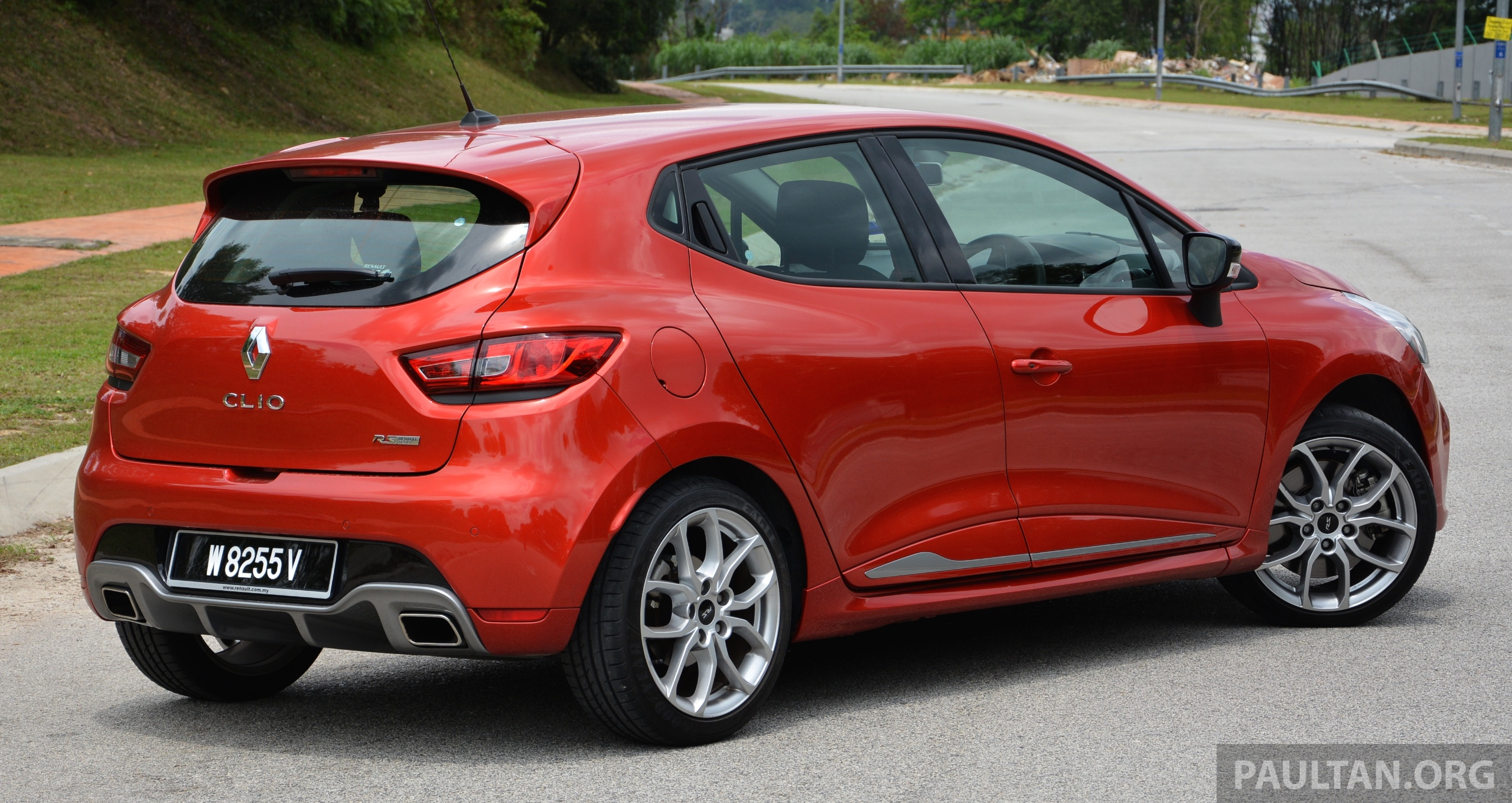 driven renault clio rs 200 edc a softer focus paul tan image 282856. Black Bedroom Furniture Sets. Home Design Ideas