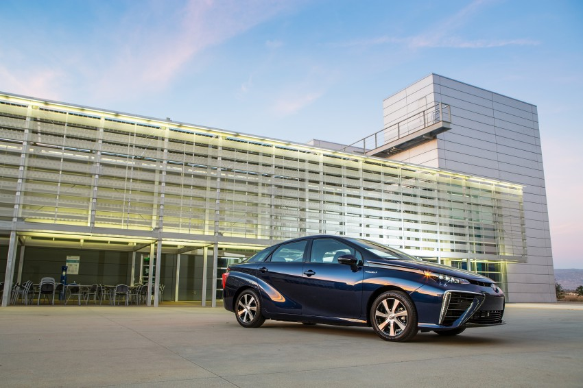 Toyota Mirai fuel cell vehicle officially revealed; touts a range of 483 km, available in second quarter of 2015 Image #288808
