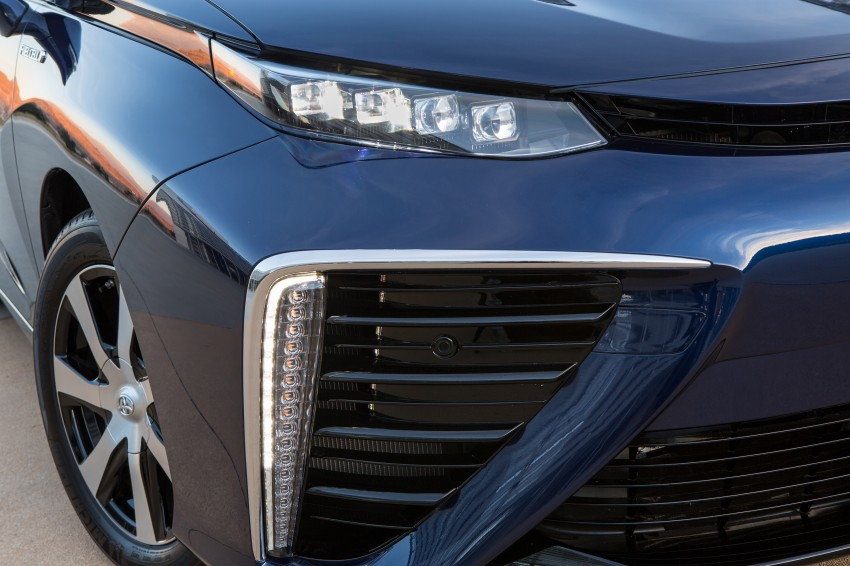 Toyota Mirai fuel cell vehicle officially revealed; touts a range of 483 km, available in second quarter of 2015 Image #288799