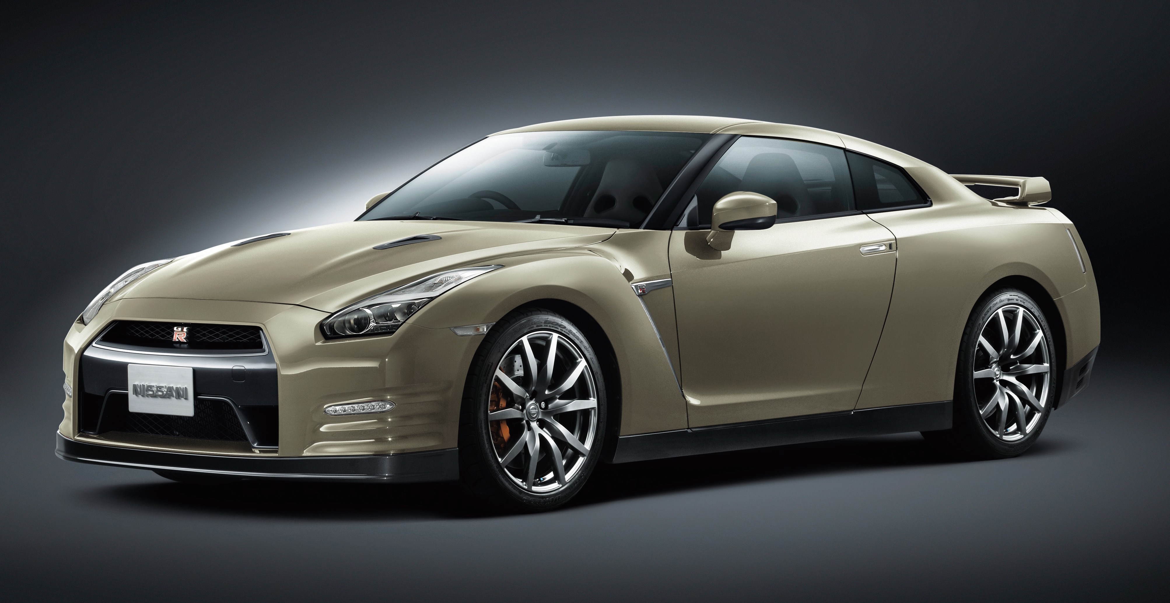 2015 Nissan GT-R - the R35 gets updated yet again, limited ...