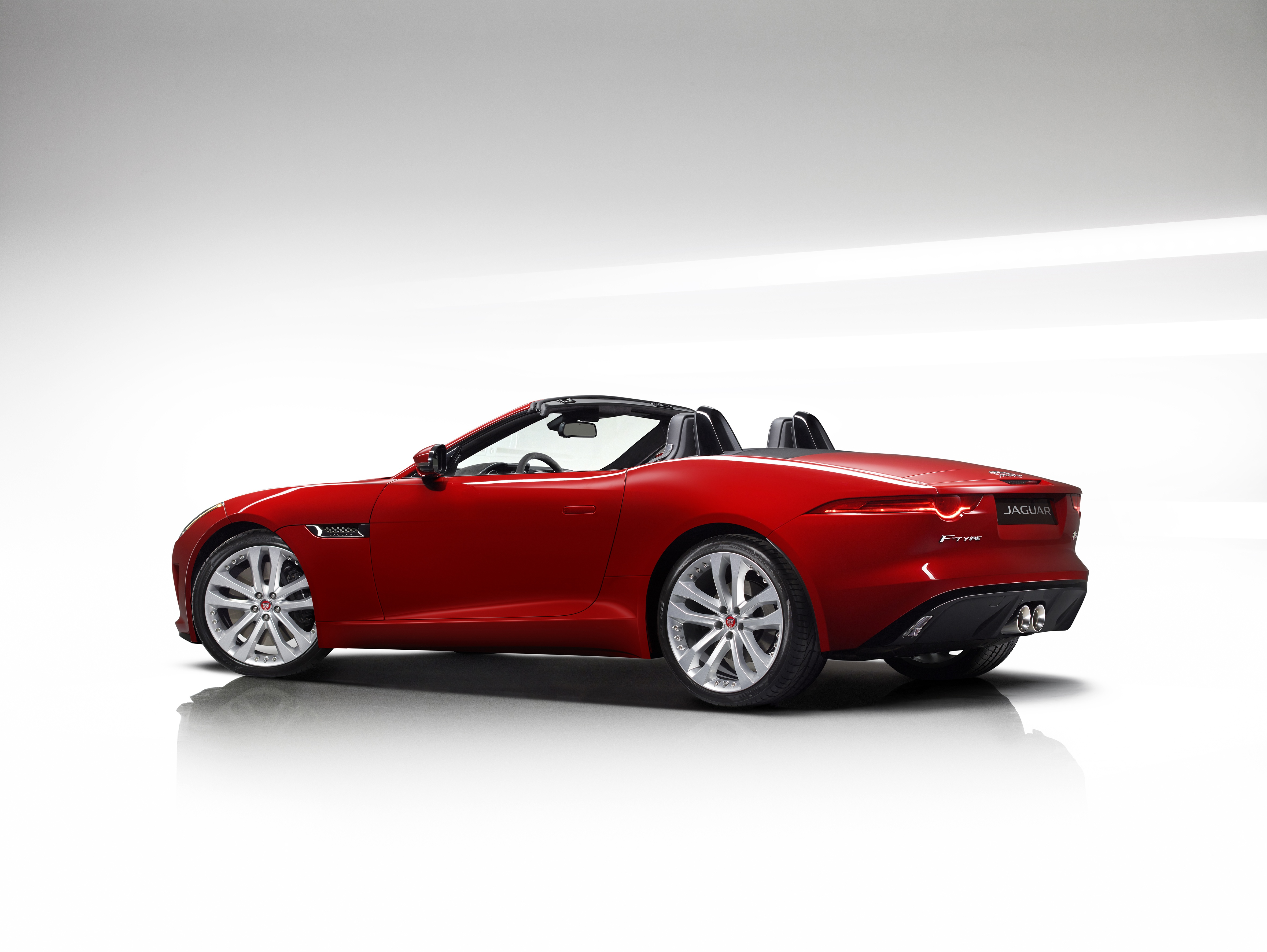 jaguar f type gets manual option 542 hp r cabrio image 292062. Black Bedroom Furniture Sets. Home Design Ideas