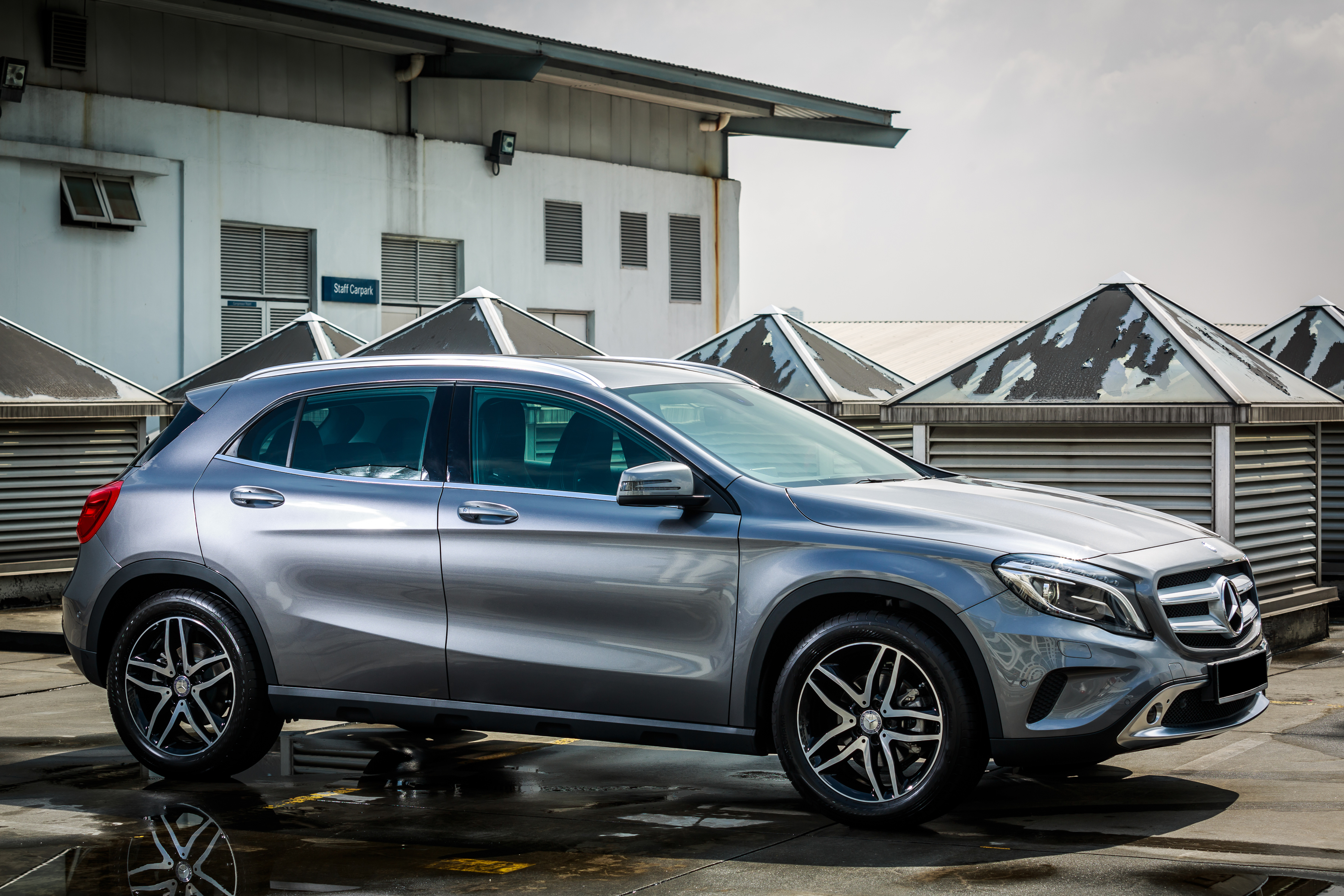 mercedes benz gla class suv launched in malaysia gla 200. Black Bedroom Furniture Sets. Home Design Ideas