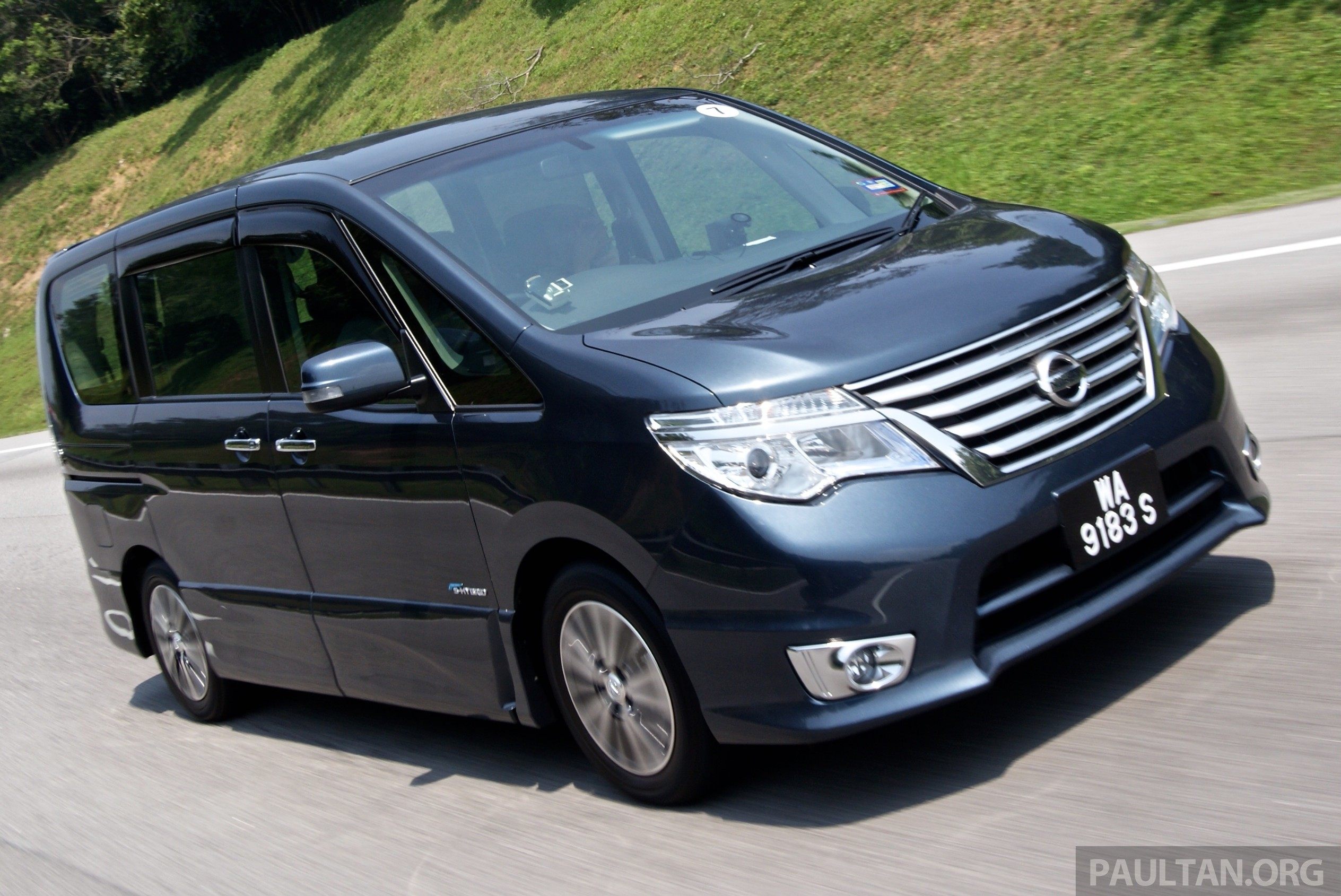 driven 2014 nissan serena s hybrid better value image 290520. Black Bedroom Furniture Sets. Home Design Ideas