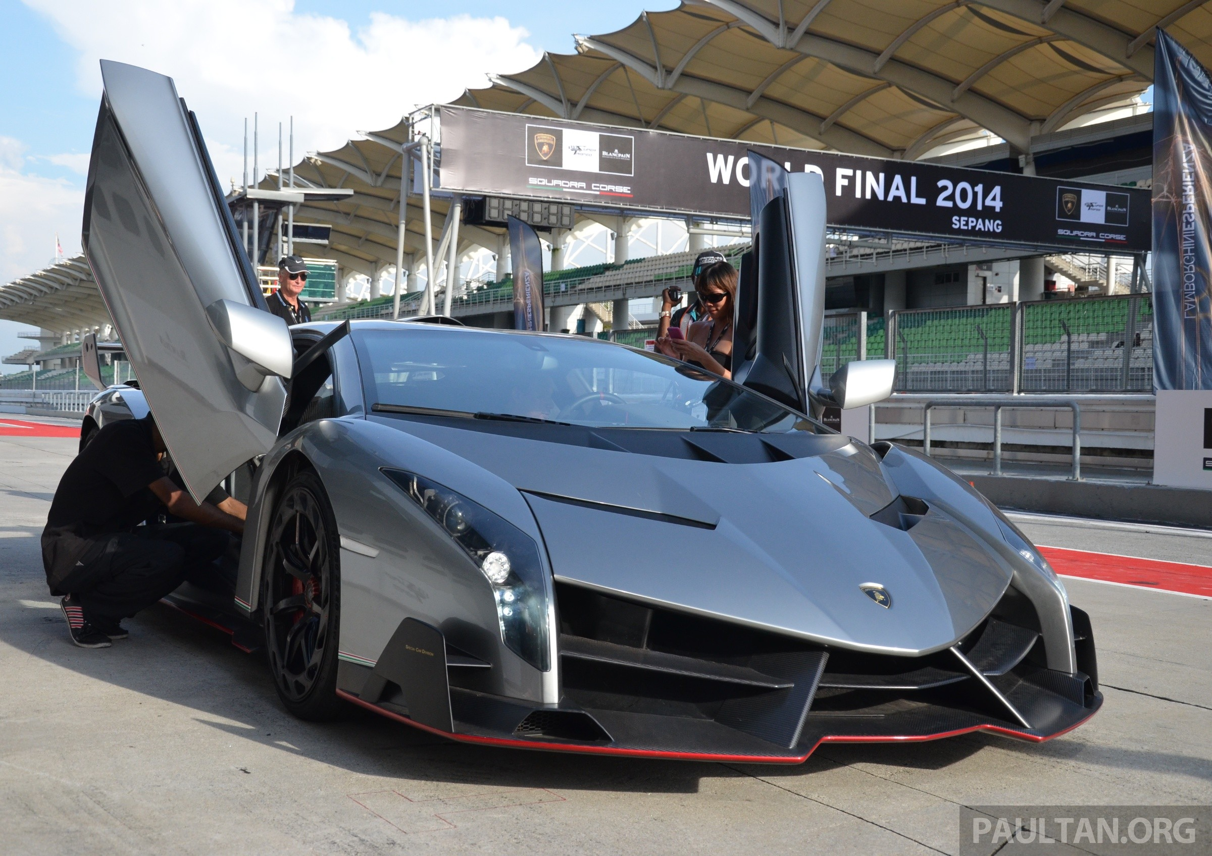 lamborghini veneno makes an appearance at sepang. Black Bedroom Furniture Sets. Home Design Ideas