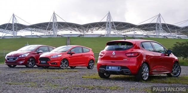Ford_Fiesta_ST_vs_Peugeot_208_GTI_vs_Renault_Clio_RS_ 005