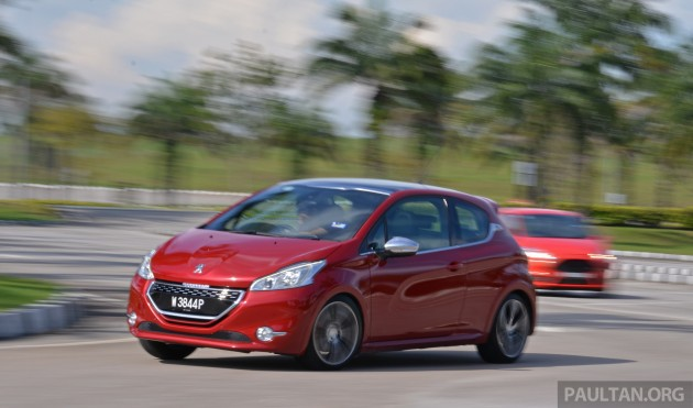 Ford_Fiesta_ST_vs_Peugeot_208_GTI_vs_Renault_Clio_RS_ 016