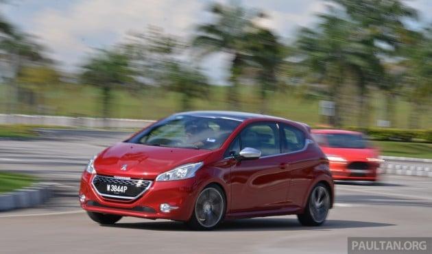 Ford_Fiesta_ST_vs_Peugeot_208_GTI_vs_Renault_Clio_RS_ 016