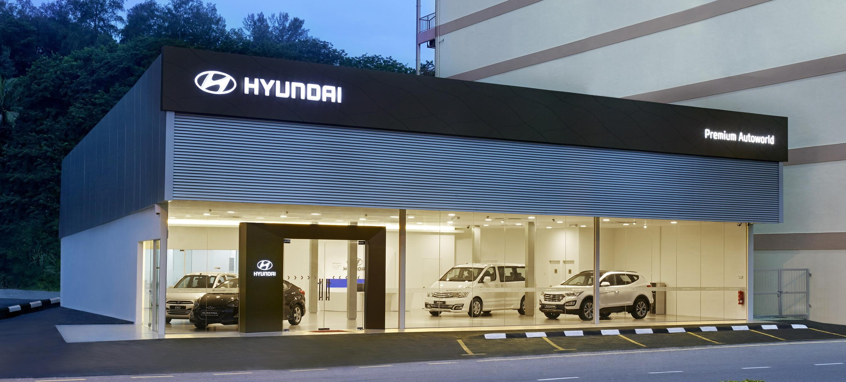 Hyundai malaysia sports revamped global dealership design for Car showroom exterior design