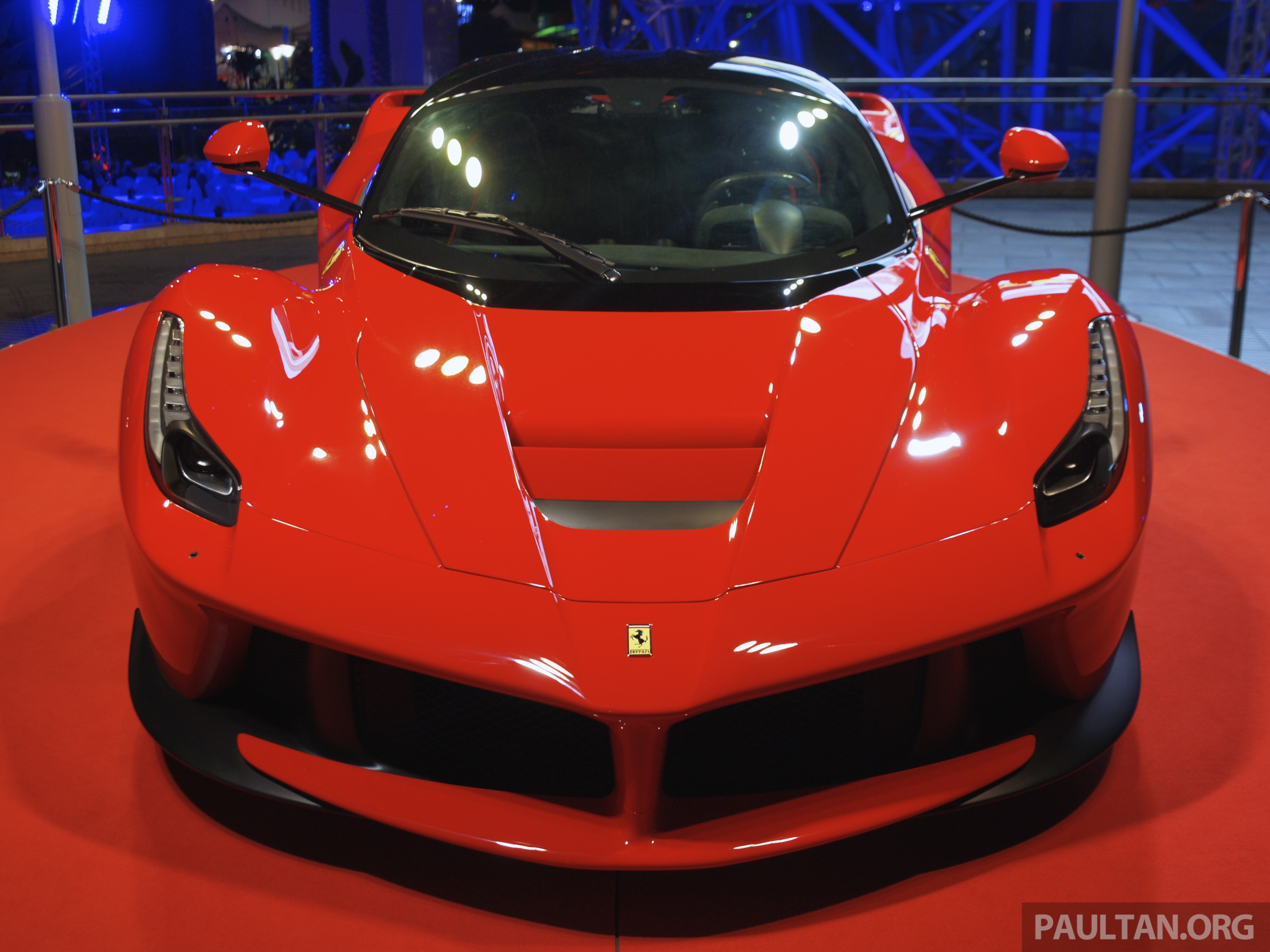 gallery laferrari shown at ferrari world abu dhabi. Black Bedroom Furniture Sets. Home Design Ideas