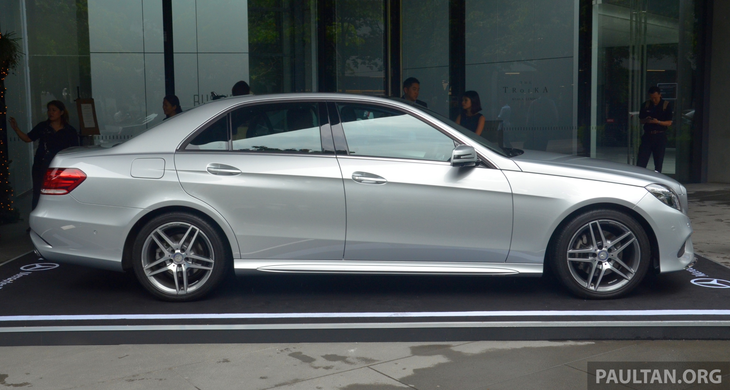 Mercedes benz e class w212 facelift 2013 e 300 for Mercedes benz hybrids