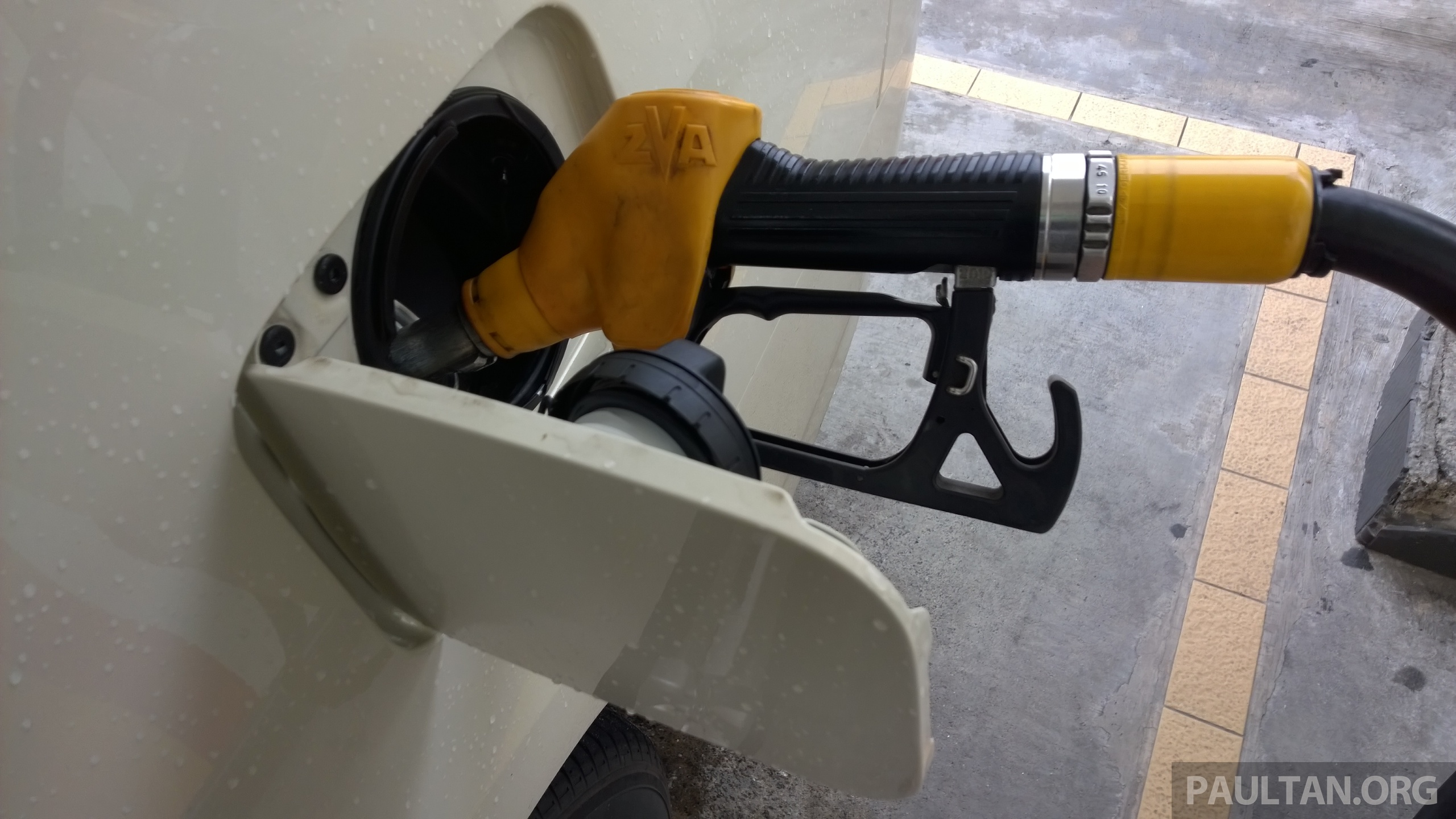 RON 95, diesel expected RM1.90-1.95 a litre tomorrow - Maslan