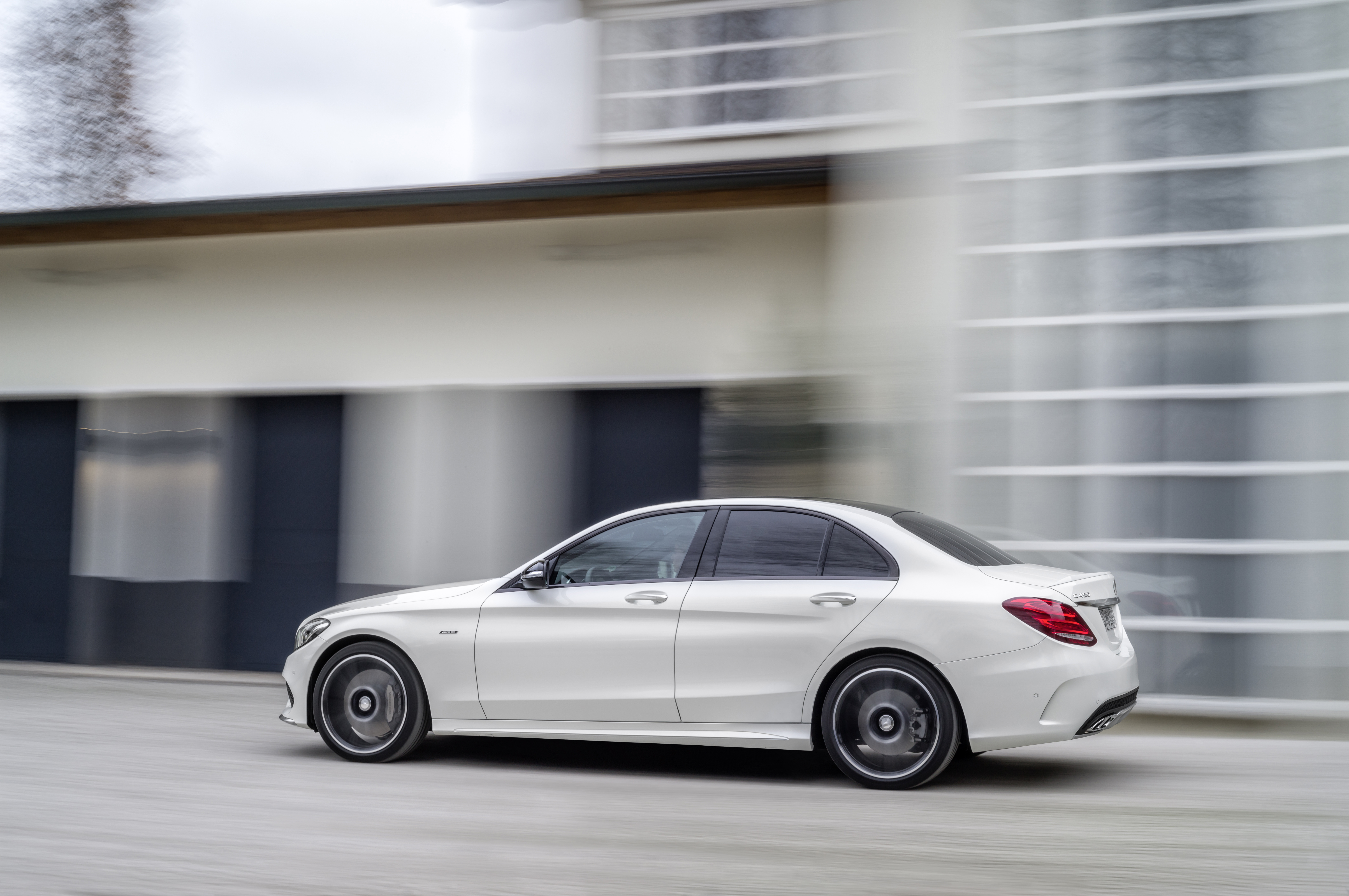 mercedes benz c 450 amg 4matic debuts sportier chassis. Black Bedroom Furniture Sets. Home Design Ideas