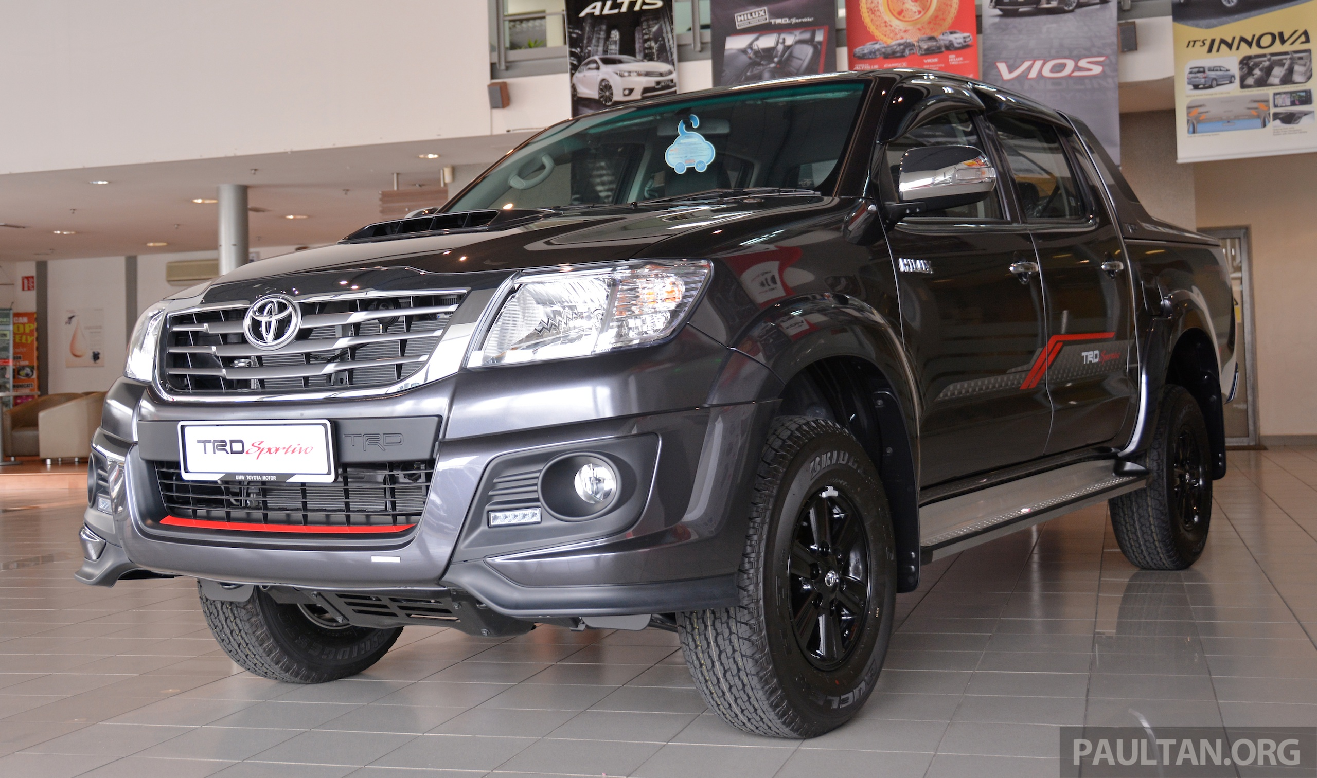 gallery 2015 toyota hilux trd sportivo. Black Bedroom Furniture Sets. Home Design Ideas
