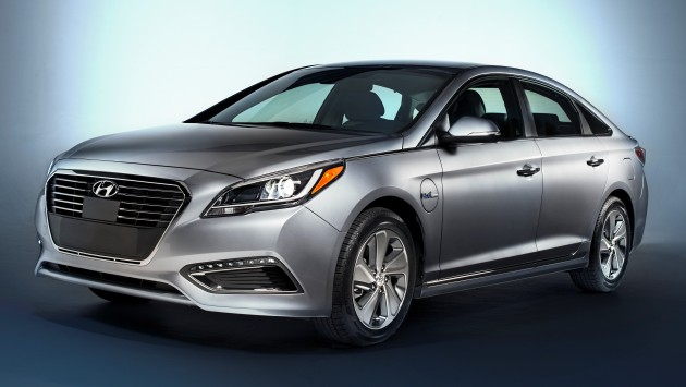 2016 Hyundai Sonata Plug-in Hybrid Electric Vehicle (PHEV), Front 3/4 Exterior