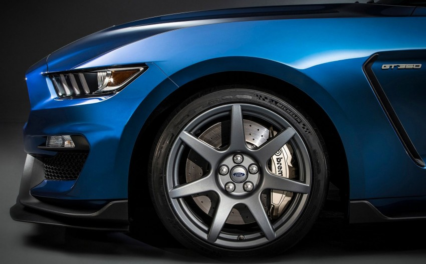 Shelby GT350R – the 5.2 V8 track-ready Ford Mustang Image #302668