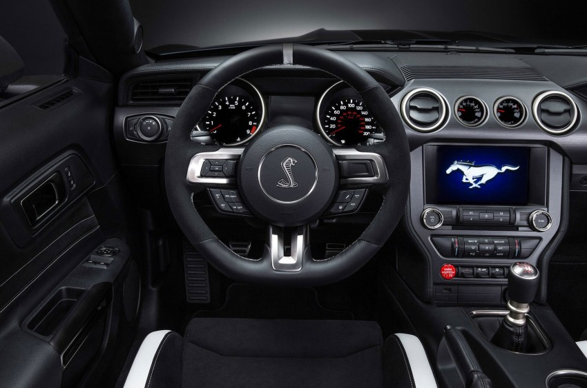 Shelby GT350R – the 5.2 V8 track-ready Ford Mustang Image #302676