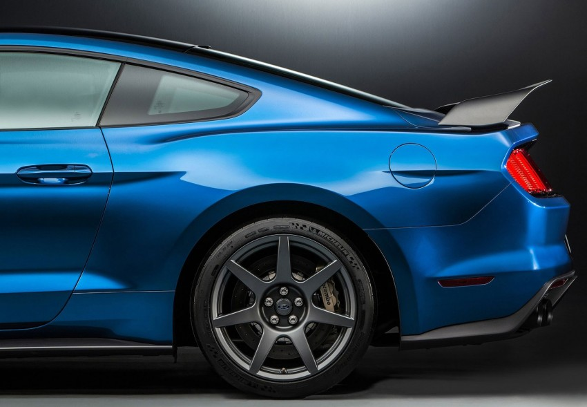 Shelby GT350R – the 5.2 V8 track-ready Ford Mustang Image #302680