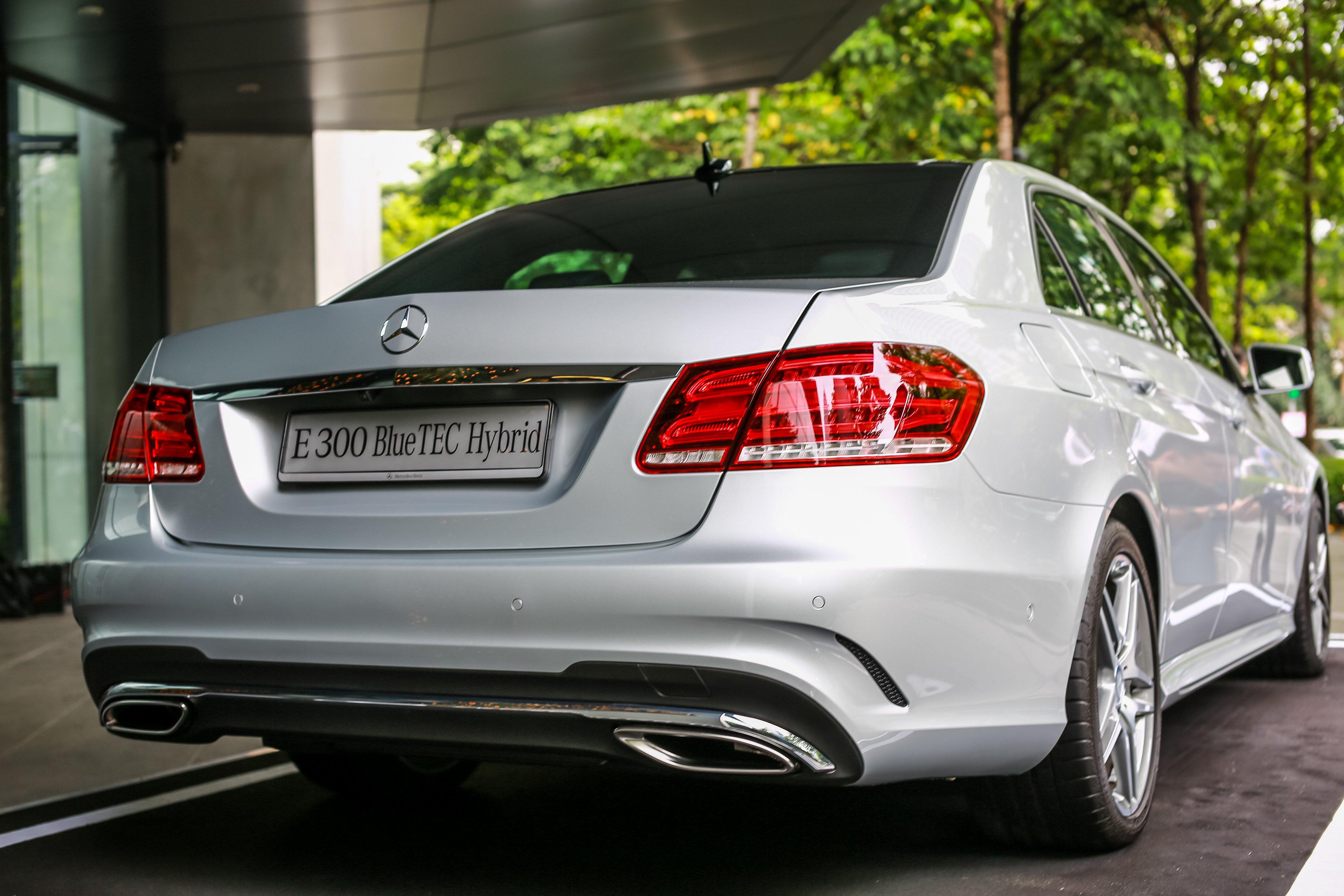 W212 mercedes benz e 300 bluetec hybrid diesel now in for Mercedes benz 300 2015