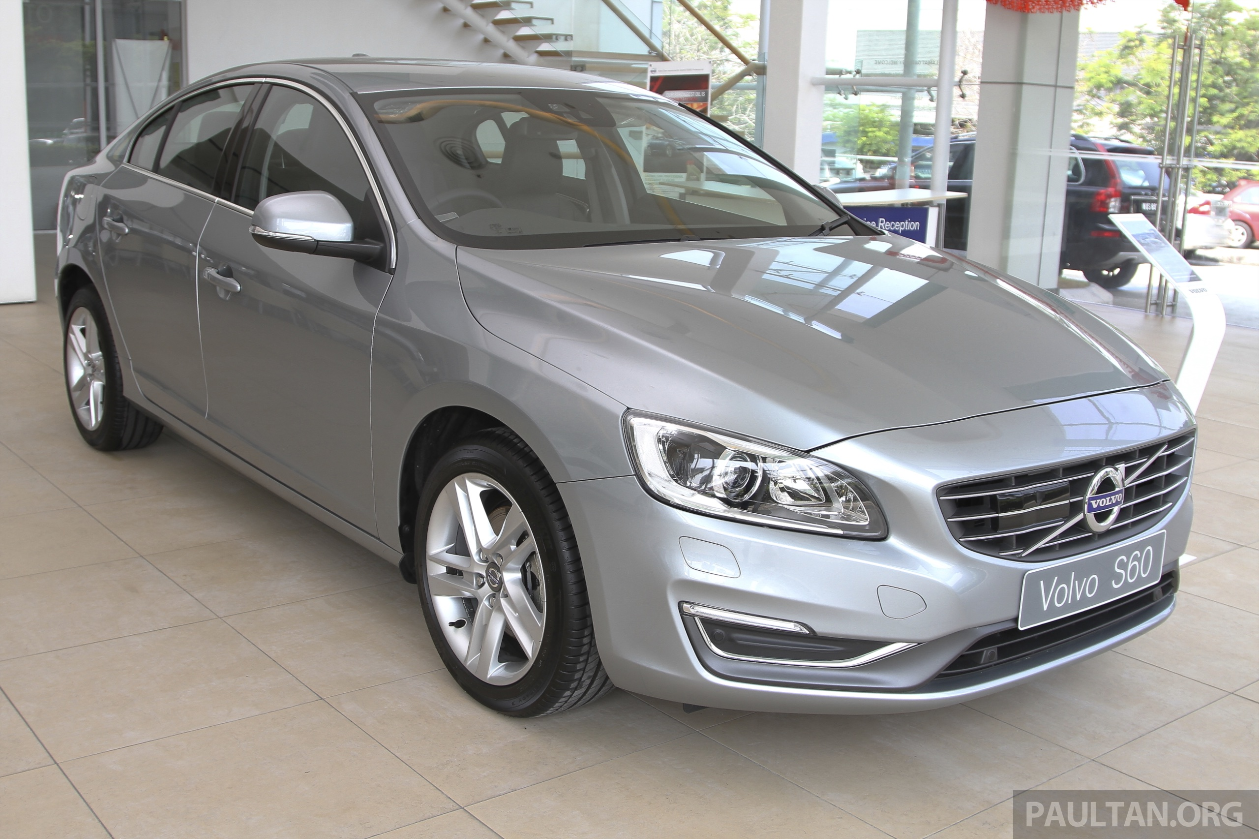 volvo s60 t5 facelift at glenmarie showroom rm269k. Black Bedroom Furniture Sets. Home Design Ideas