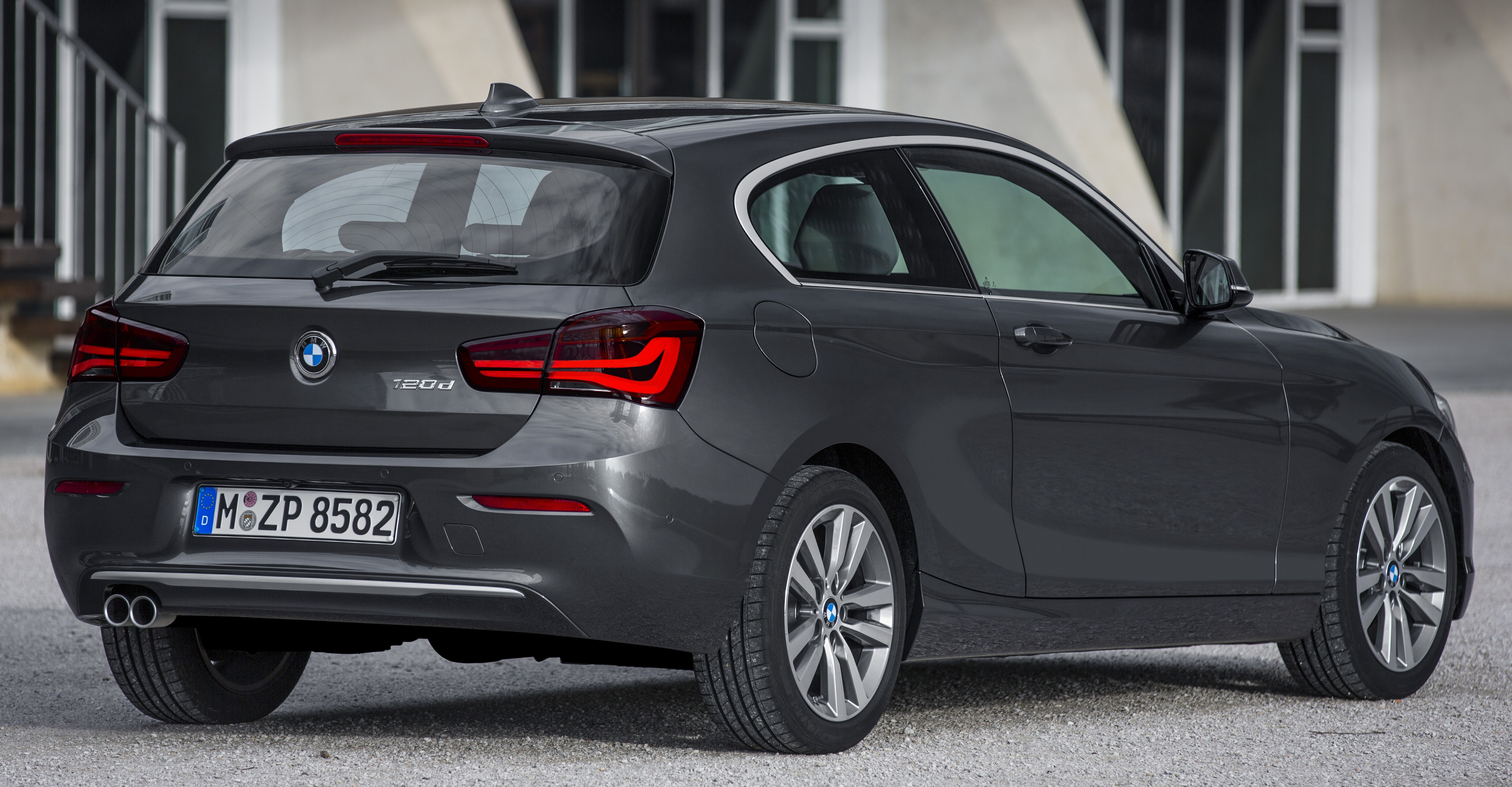 f20 bmw 1 series facelift unveiled new face and rear end 116i and 116d get 1 5 litre three. Black Bedroom Furniture Sets. Home Design Ideas
