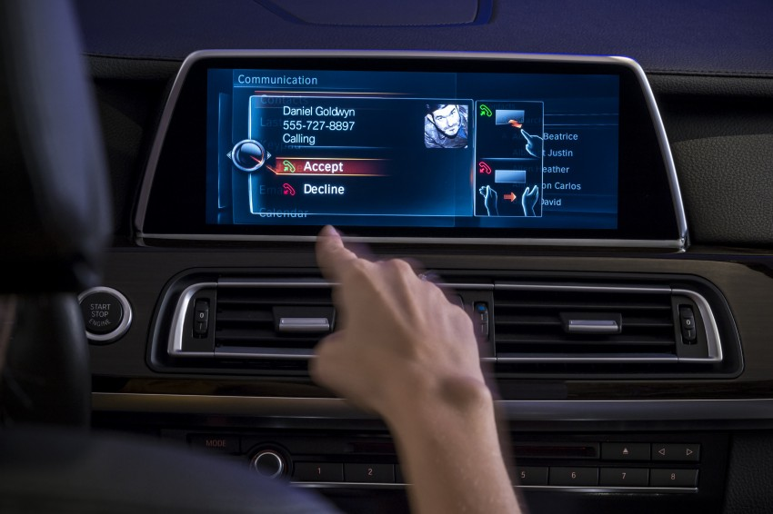 CES 2015: BMW demonstrates future iDrive with touchscreen, gesture and tablet control Image #300346