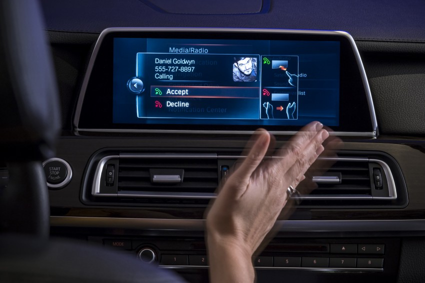 CES 2015: BMW demonstrates future iDrive with touchscreen, gesture and tablet control Image #300349