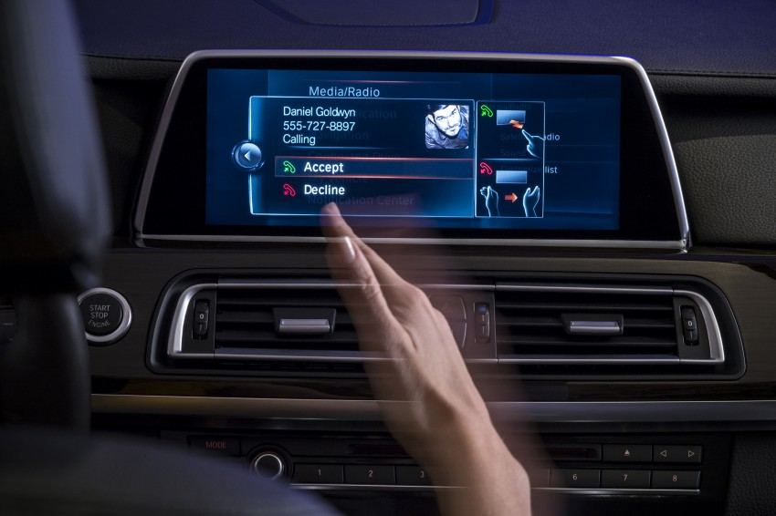 CES 2015: BMW demonstrates future iDrive with touchscreen, gesture and tablet control Image #300351
